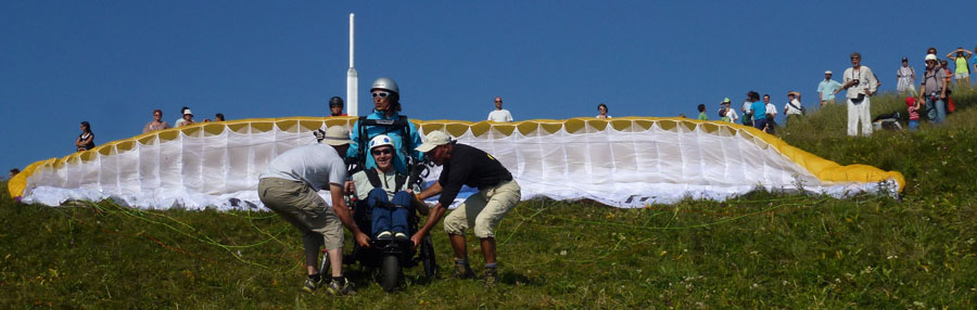 flying puy de dome biplace parapente handicare pano