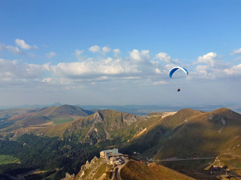 Flying Puy De Dome Parapente Sancy Telepherique