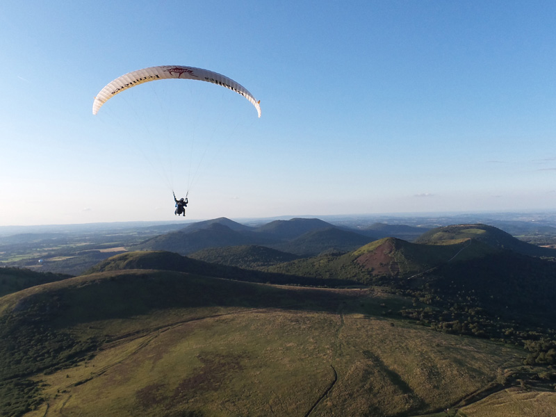 Flying Puy De Dome Ecole Parapente