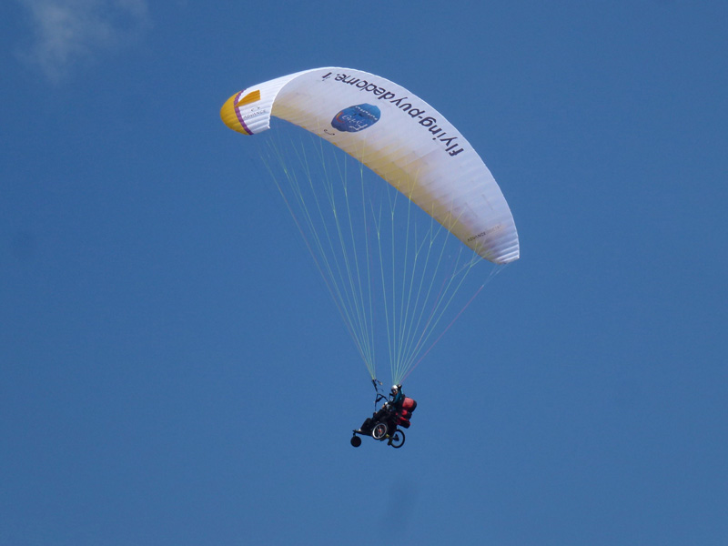 Flying Puy De Dome Parapente Biplace Handicare